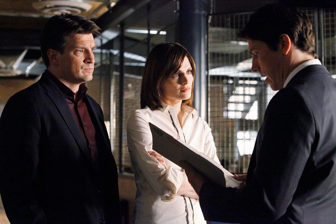 Castle (Nathan Fillion, l.) bemerkt schnell, dass Kate Beckett (Stana Katic, M.) offensichtlich eine Schwäche für Det. Tom Demming (Michael Trucco,... - Bildquelle: ABC Studios