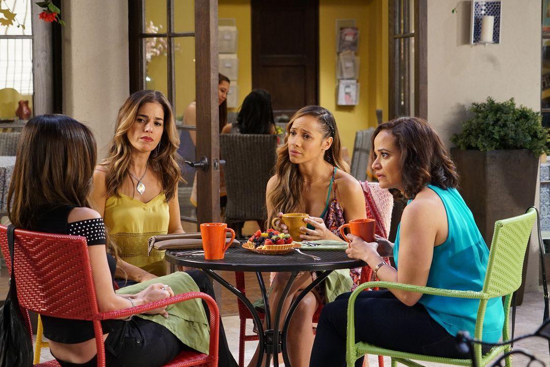 Da hat sich Marisol (Ana Ortiz, 2.v.l.) wohl verplattert: Zoila (Judy Reyes, r.) und Rosie (Dania Ramirez, r.) wussten noch nicht, dass Carmen (Rose... - Bildquelle: Annette Brown 2016 American Broadcasting Companies, Inc. All rights reserved.