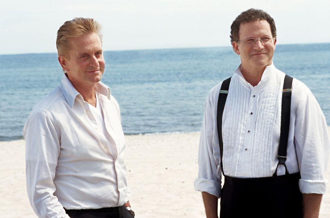 Unglücklicherweise kommt Melissas Vater Jerry (Albert Brooks, r.) hinter Steves (Michael Douglas, l.) Geheimnis ... - Bildquelle: Warner Bros.