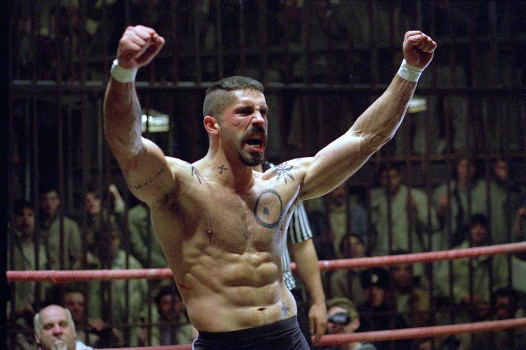 Siegessicher tritt Knast-Champion Yuri Boyka (Scott Adkins) gegen US Berufsboxer Chambers in den Ring. Doch er unterschätzt die Wut des betrogenen C... - Bildquelle: Nu Image Films