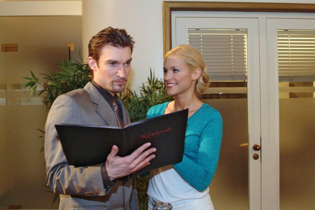 Sabrina (Nina-Friederike Gnädig, r.) plant mit Leidenschaft ihre Hochzeit mit Richard (Karim Köster, l.) ... - Bildquelle: Monika Schürle Sat.1