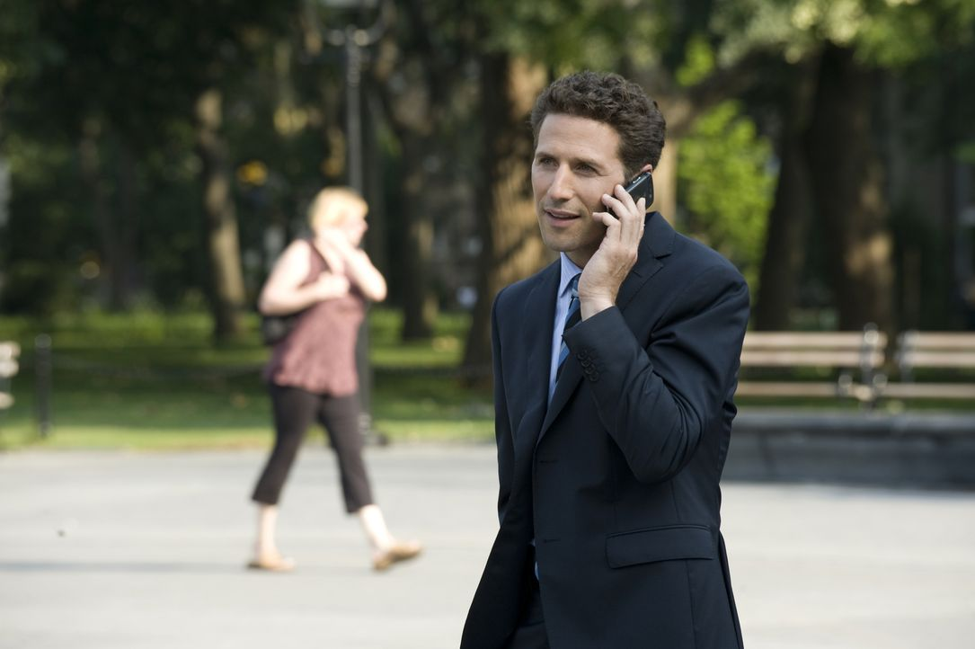 In New York angekommen, versucht Hank Lawson (Mark Feuerstein) herauszufinden, unter welcher Krankheit Boris leidet ... - Bildquelle: USA Network
