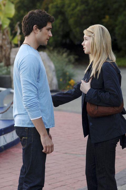 Als Amanda (Kirsten Prout, r.) herausfindet, dass Kyle (Matt Dallas, l.) sie bezüglich der Afterparty belogen hat, ist sie stinksauer auf ihn ... - Bildquelle: TOUCHSTONE TELEVISION