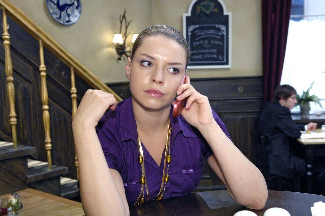 Katja (Karolina Lodyga) gesteht Gerrit, dass sie die Unterlagen nicht austauschen konnte. - Bildquelle: Claudius Pflug Sat.1