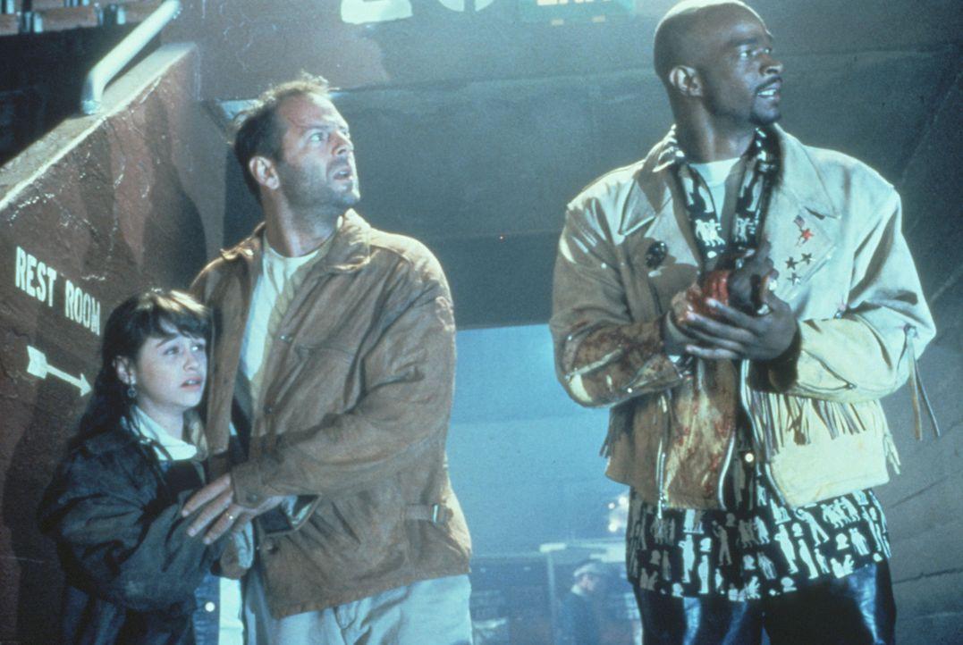 Joe Hallenbeck (Bruce Willis, M.), seine Tochter Darian (Danielle Harris, l.) und Jimmy Dix (Damon Wayans, r.) nehmen gemeinsam den Kampf gegen die... - Bildquelle: Warner Bros.