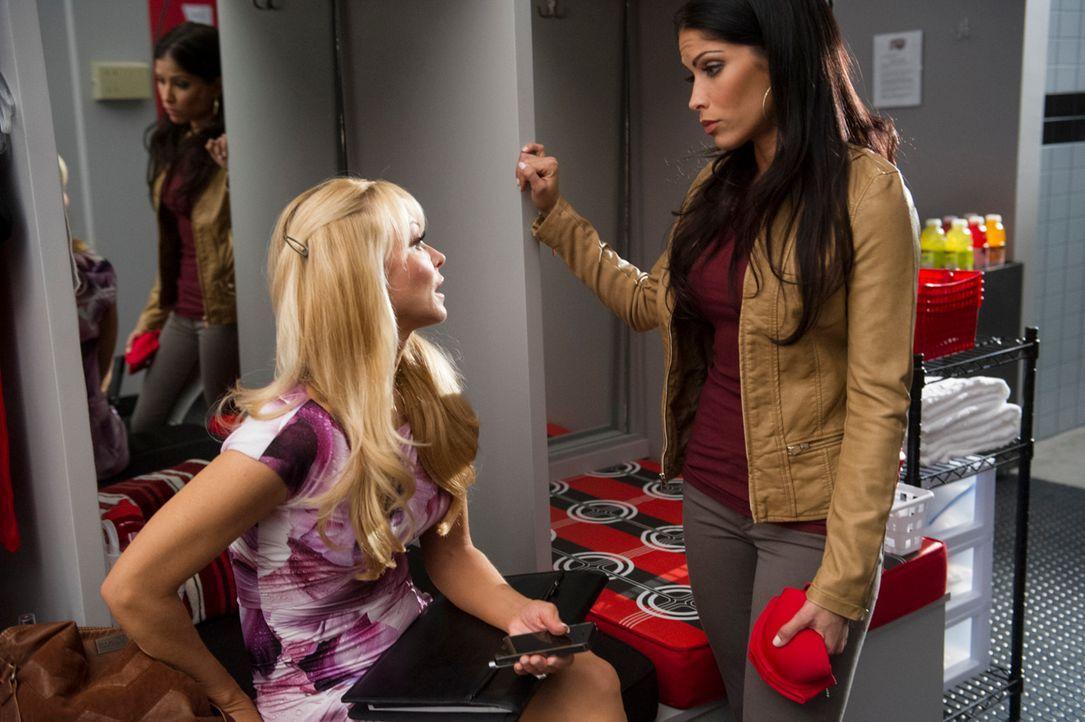 Olivia (Charlotte Ross, l.) plagt ein schlechtes Gewissen, doch das hilft Raquel (Valery M. Ortiz, r.) im Kampf um ihr Kind nicht weiter ... - Bildquelle: Ron Jaffe 2013 Starz Entertainment LLC, All rights reserved