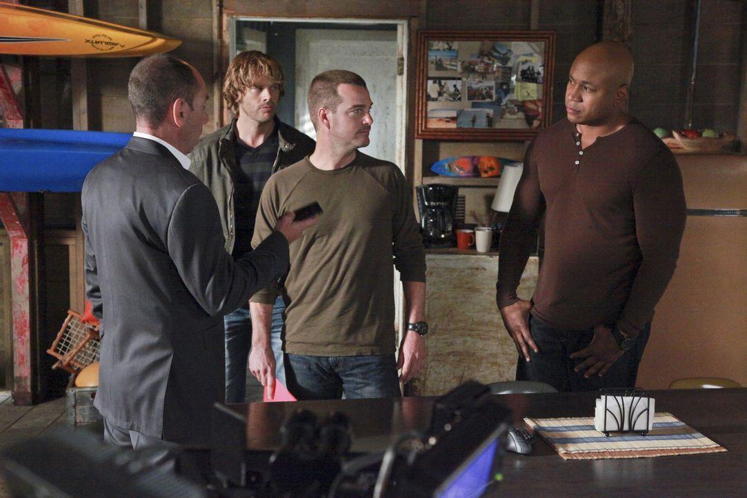 Owen Granger (Miguel Ferrer, l.) hat den Verdacht, dass Kensi in einem Mordfall, der mit der Scharfschützeneinheit ihres verstorbenen Vaters zusamm... - Bildquelle: CBS Studios Inc. All Rights Reserved.