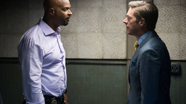 Captain Avery Brooks (Kevin Rahm, r.) beauftragt Riggs und Murtaugh (Damon Wa...