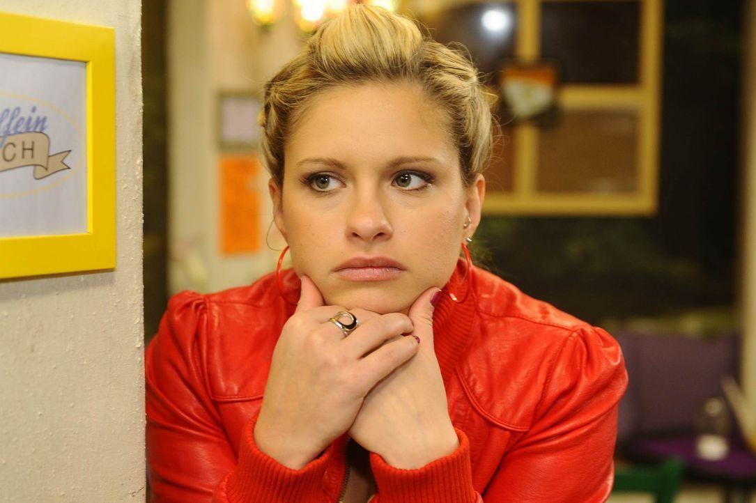 Mia (Josephine Schmidt) zweifelt daran, ob es richtig war, für Geld ihre Liebe zu verraten. Den widrigen Umständen zum Trotz entscheidet sie sich,... - Bildquelle: SAT.1