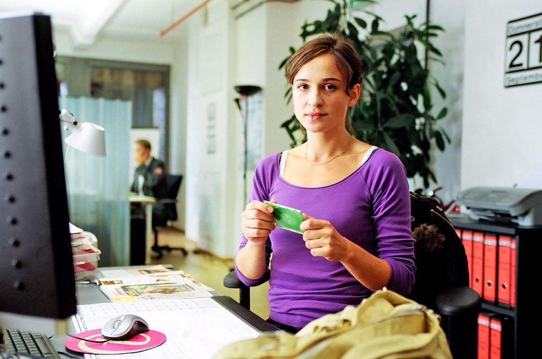An ihrem neuen Arbeitsplatz stellt Britta (Henriette Heinze) fest, dass Bunz die Stammkundendatei und Tourenpläne an das Catering-Unternehmen von Al... - Bildquelle: Hardy Spitz Sat.1