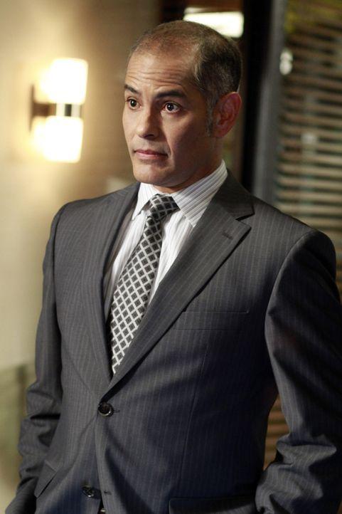 Macht Violet klar, dass ihre ärztliche Approbation tatsächlich auf dem Spiel stehen könnte: ihr Anwalt Richard (Mark Espinoza) ... - Bildquelle: ABC Studios