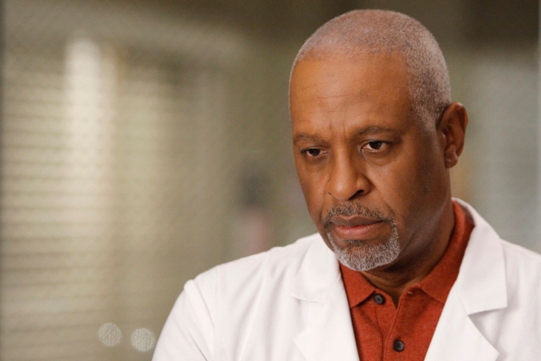 Wird er einen seiner Oberärzte entlassen müssen? Webber (James Pickens, Jr.) ... - Bildquelle: Touchstone Television