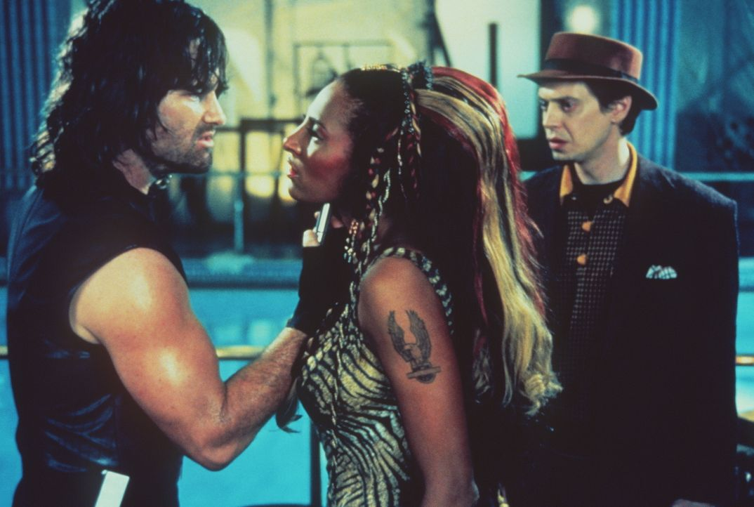 Snake Plissken (Kurt Russel,l. ), Amazone Hershe (Pam Grier, M.) und Eddie (Steve Buscemi,r.) nehmen den Kampf auf ... - Bildquelle: Paramount Pictures