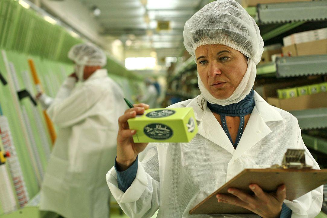 Maridi Steiger (Maria Hofstätter), die Geliebte von Beppi Reiter, arbeitet in der Pharmafirma Klauber und wird verdächtigt, etwas mit den vergiftete... - Bildquelle: Petro Domenigg Sat.1