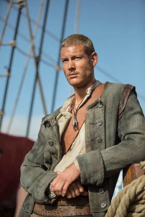 Als Billy Bones (Tom Hopper) seinen Captain zu einem wichtigen Treffen begleitet, erfährt er Unglaubliches ... - Bildquelle: 2013 Starz Entertainment LLC, All rights reserved