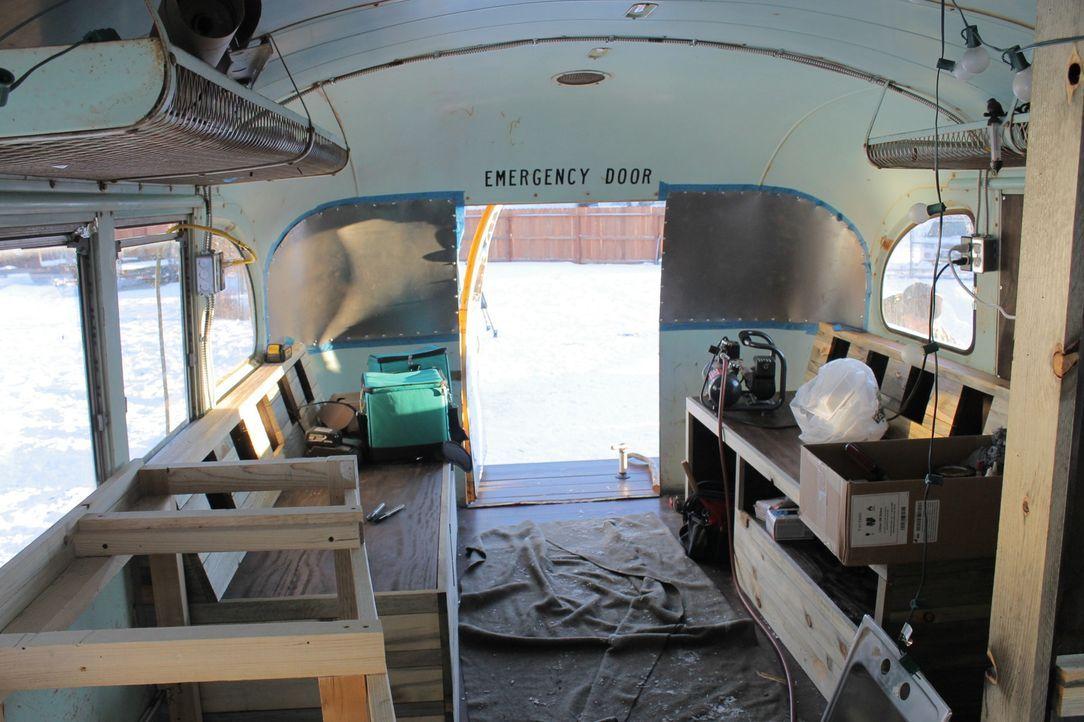 Der Innenausbau des alten Schulbusses gestaltet sich gar nicht so einfach und trotzdem sind sich Blair und Jason sicher, dass dieser Bus ihr neues Z... - Bildquelle: 2017, HGTV/Scripps Networks, LLC. All Rights Reserved.