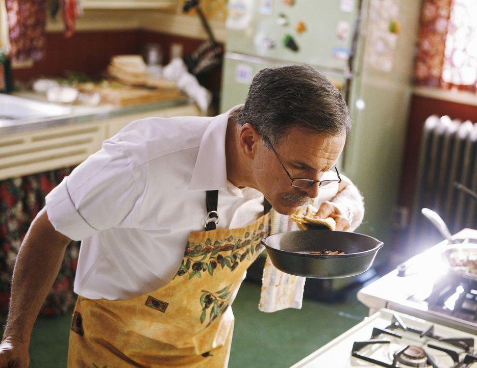 Weil sein Vermieter das Haus, in dem er und seine Familie lebt, verkaufen will, beschließt Ignacio (Tony Plana),  an einem Kochduell teilzunehmen, u... - Bildquelle: 2008   ABC Studios