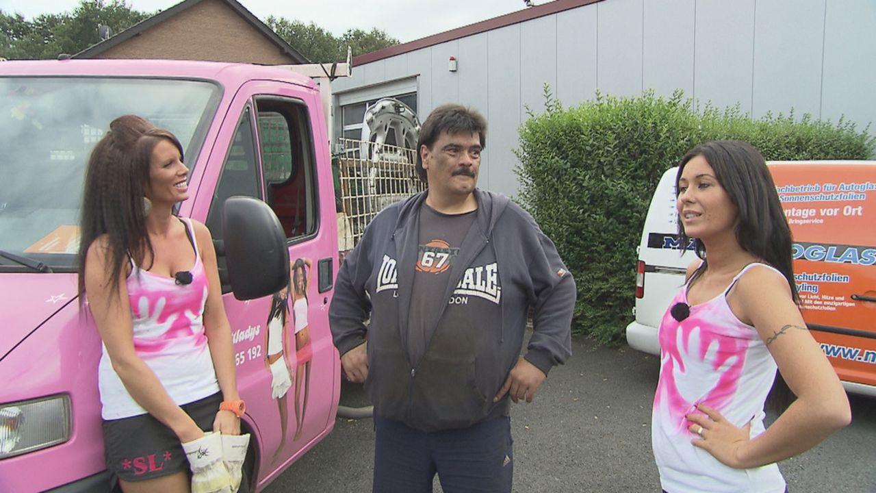 Monika (r.) und Desiree (l.) fahren jeden Tag mit ihrem Transporter durch Essen und Umgebung und sammeln Schrott. Den machen sie erfolgreich zu Geld... - Bildquelle: kabel eins