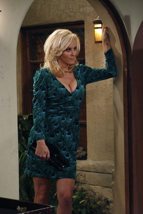 Ist wieder da: Charlies alte Flamme Courtney (Jenny McCarthy) ... - Bildquelle: Warner Bros. Television