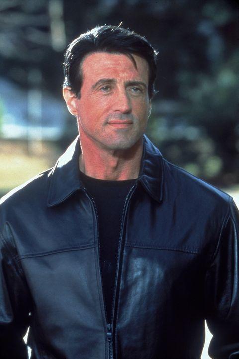 Jahrelang gab Frankie (Sylvester Stallone) den unsichtbaren Beschützer für Jennifer, die Tochter des mächtigen Paten Angelo, ohne dass sie von ih... - Bildquelle: Warner Bros.