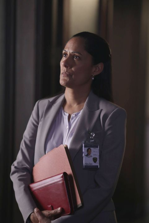 Was weiß Sheriff Reyes (Sakina Jaffrey) über die Mutter von Jenny und Abbie? - Bildquelle: 2014 Fox and its related entities. All rights reserved.