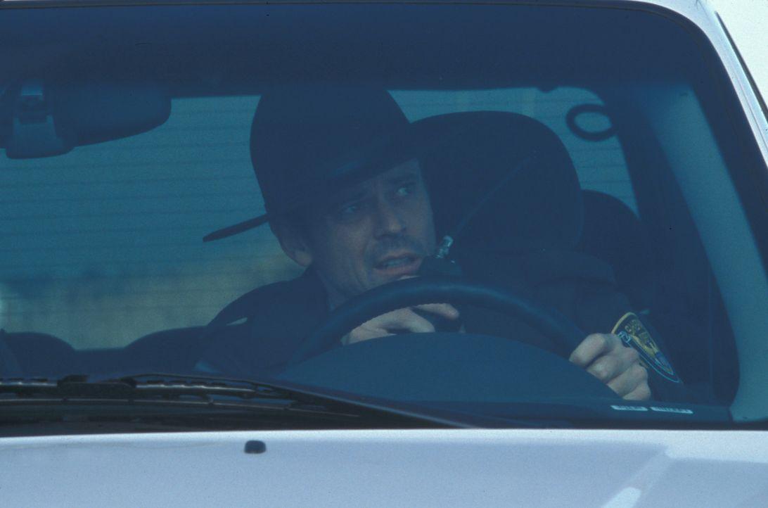 Eindringlich warnt Sheriff Harris (C. Thomas Howell) die Bürger von Sumas County. Doch diese schenken seinen Warnungen keinen Glauben ... - Bildquelle: Regent Entertainment