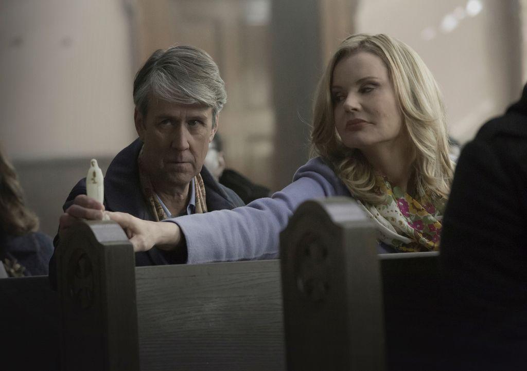 Angela (Geena Davis, r.) hat mit der Erkrankung ihres Mannes Henry (Alan Ruck, l.) zu kämpfen, nicht ahnend, dass noch ganz andere Dinge in ihrem Ha... - Bildquelle: Chuck Hodes 2016 Fox and its related entities.  All rights reserved.