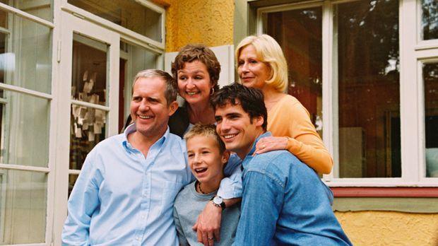 Noch sind sie eine glückliche, wenn auch ungewöhnliche Familie: (v.l.n.r.) Wo...