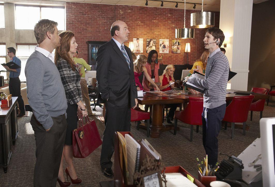 Megan (Dana Delany, 2.v.l.), Peter (Nicholas Bishop, l.) und Bud Morris (John Carroll Lynch, 2.v.r.) ermitteln im Mordfall Daphne Zimmer und nehmen... - Bildquelle: ABC Studios