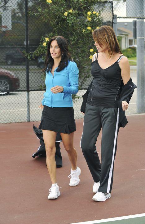 Im Kampf um einen Kerl: Ellie (Christa Miller, r.) und Jules (Courteney Cox, l.) ... - Bildquelle: 2009 ABC INC.