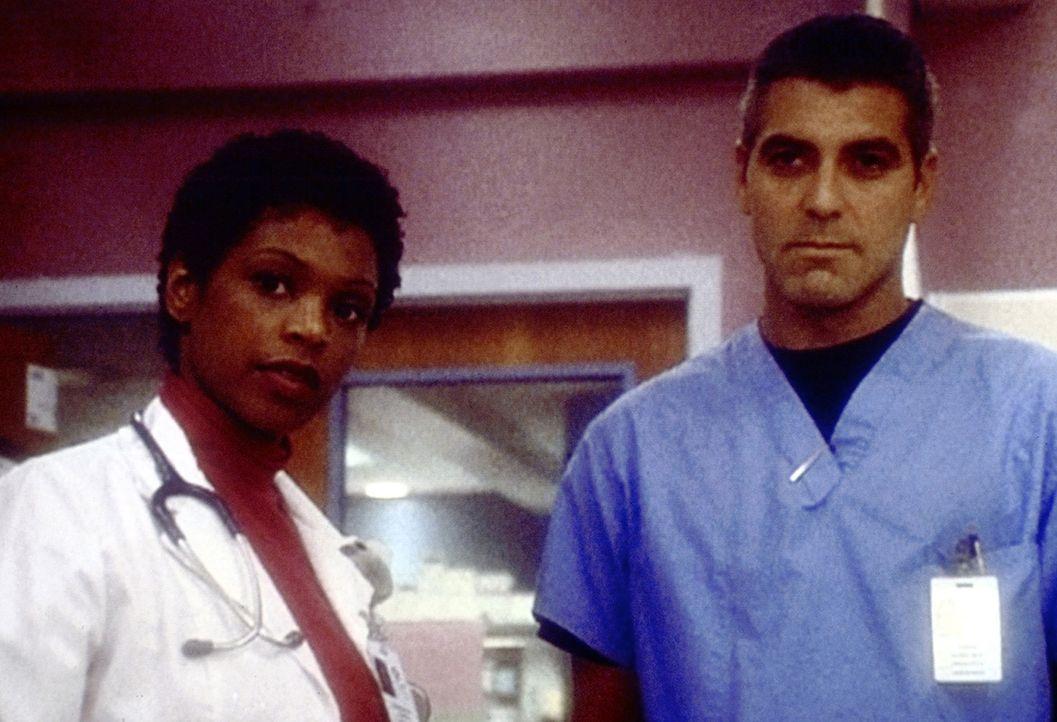 Dr. Ross (George Clooney, r.) und seine Kollegen müssen sich mit dem Wert eines behinderten Lebens auseinandersetzen ... - Bildquelle: TM+  2000 WARNER BROS.