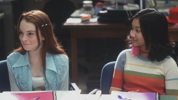 Die beiden Mitarbeiterinnen der Schülerzeitung, Lexy (Lindsay Lohan, l.) und...