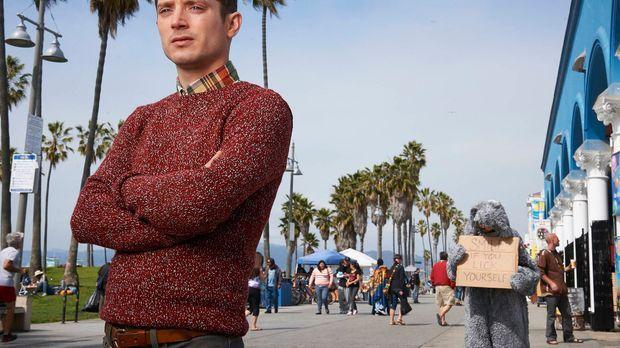 (3. Staffel) - Ryans (Elijah Wood, l.) Freundschaft zu Wilfred (Jason Gann, r...