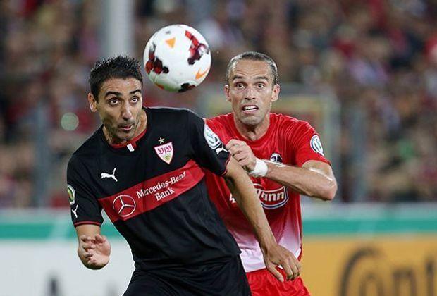 Abdellaoue kämpft gegen Krmas um den Ball