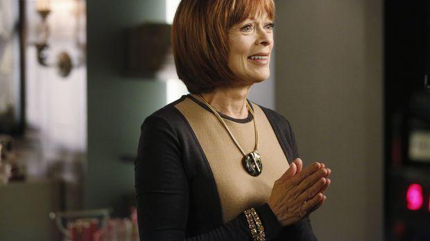 Die Assistentin von Mathilda King (Frances Fisher) wird ermordet aufgefunden....