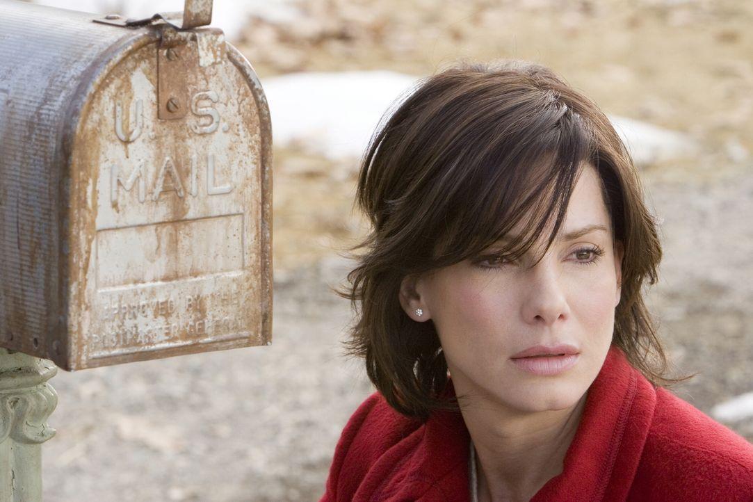 Kate (Sandra Bullock) ist total verzweifelt! Sollte Alex ihr Nachricht nicht rechtzeitig lesen, wird sie ihn endgültig durch einen tragischen Unfall... - Bildquelle: Warner Brothers International Television Distribution Inc.
