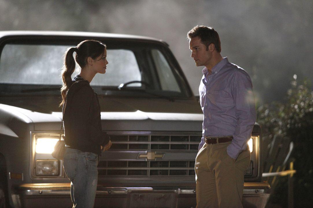 Mit der Situation überfordert, vertraut sich Zoe (Rachel Bilson, l.) ausgerechnet George (Scott Porter, r.) an ... - Bildquelle: Warner Bros.