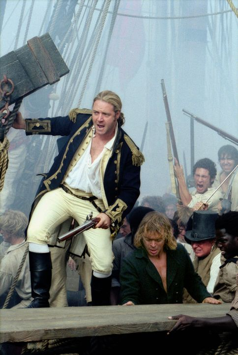 "Der englische Kapitän Jack Aubrey (Russell Crowe, l.) erhält den Befehl, dass französische Kaperschiff ""Acheron"" auf seinem Weg in den Pazifik abzuf... - Bildquelle: 2003 Twentieth Century Fox Film Corporation, Miramax Film Corp. and Universal City Studios LLLP. All rights reserved."