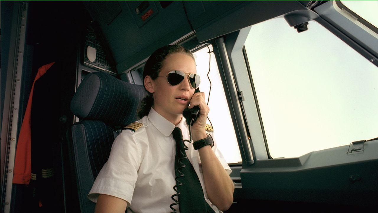 Die Pilotin Christina (Regula Grauwiller) hat gleich zwei Männern den Kopf verdreht ... - Bildquelle: Buena Vista