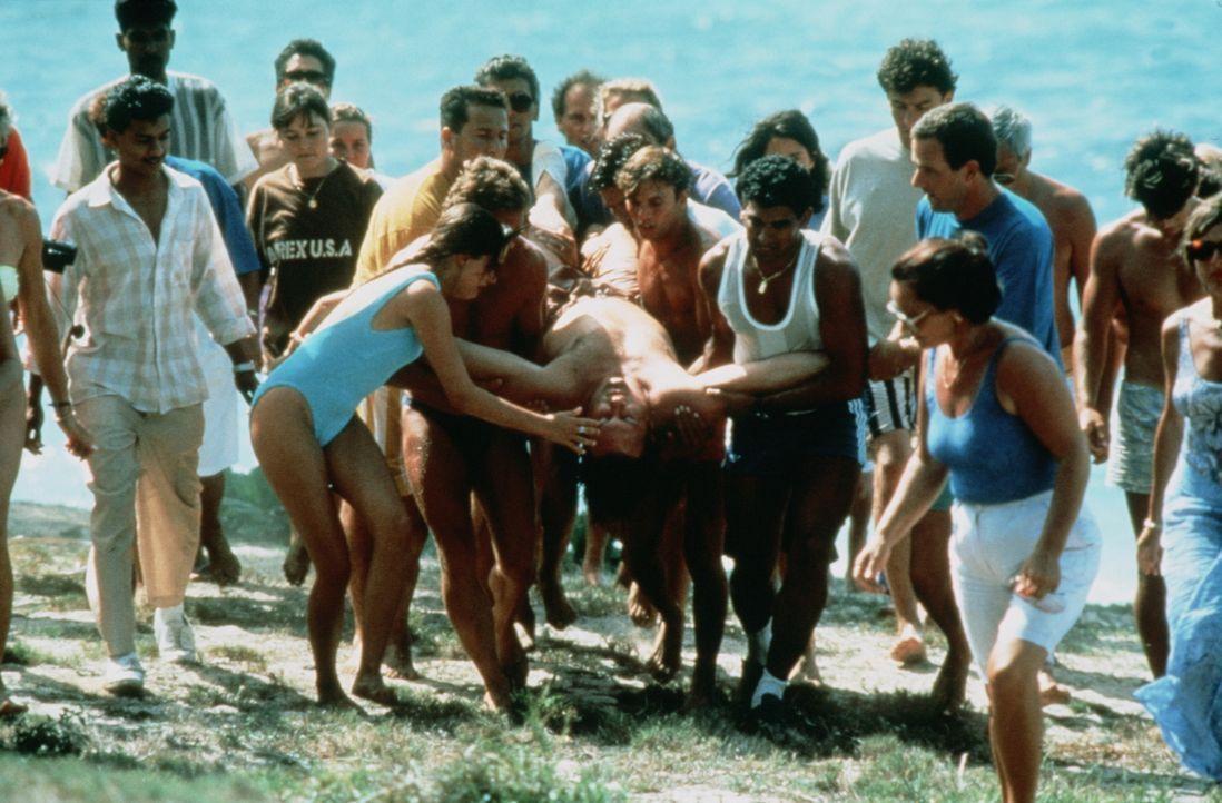 Die Strapazen mit seiner Tochter gehen nicht spurlos an ihm vorbei: André (Gérard Depardieu, M.) ... - Bildquelle: TF1 Films Productions