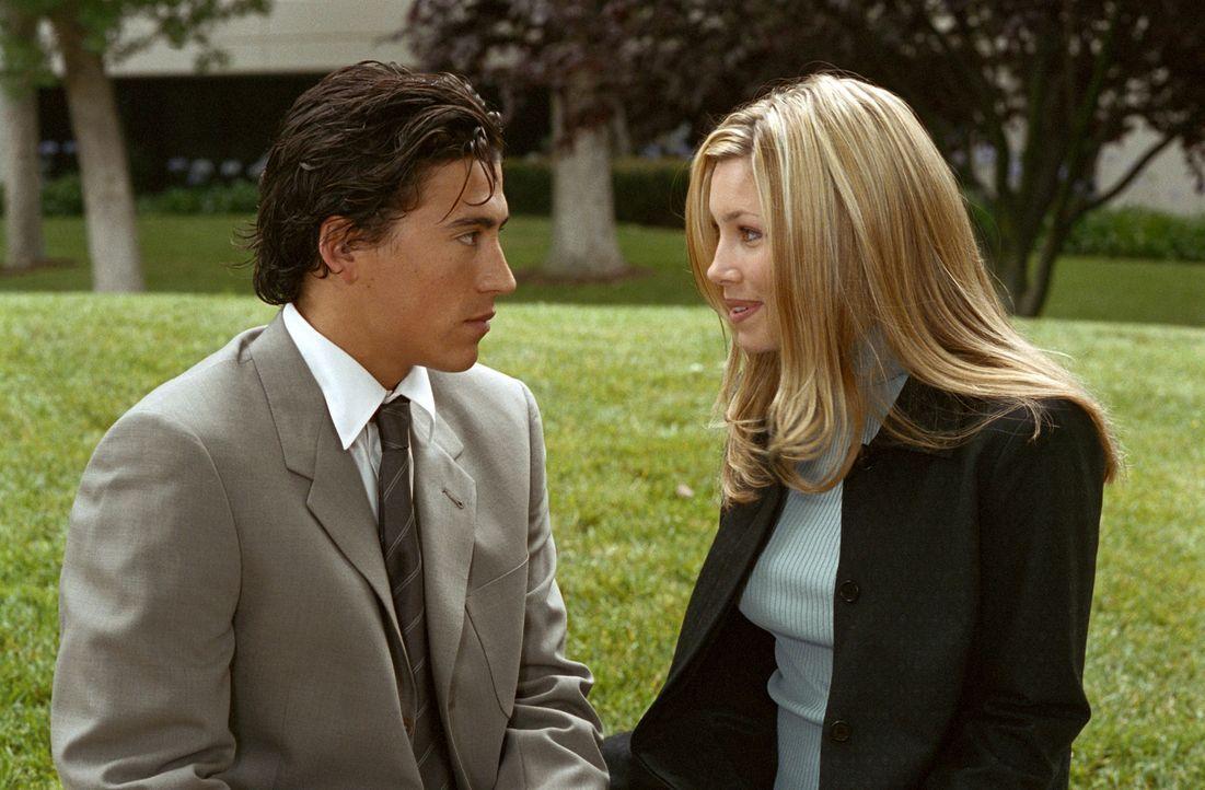 Marys (Jessica Biel, r.) Plan, Polizistin zu werden, stößt bei Wilson (Andrew Keegan, l.) auf Unverständnis ... - Bildquelle: The WB Television Network