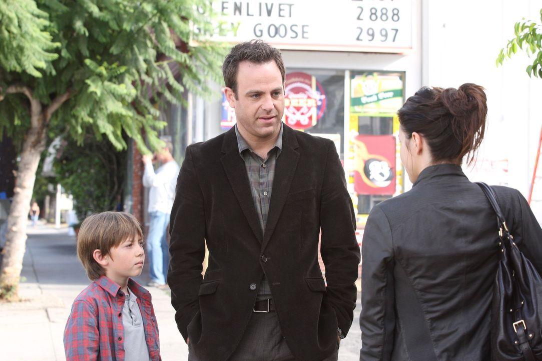 Während sich Cooper (Paul Adelstein, M.), Charlotte und Mason (Griffin Gluck, l.) immer mehr zusammenraufen, rutsch Amelia (Caterina Scorsone, r.)... - Bildquelle: ABC Studios