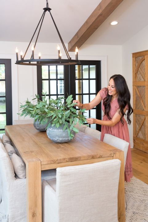 Mit ihrem Feinsinn für stilvolle Dekorationen verpasst Joanna Gaines ihrem Projekt den letzten Schliff ... - Bildquelle: Jeff Jones 2017, HGTV/Scripps Networks, LLC. All Rights Reserved.
