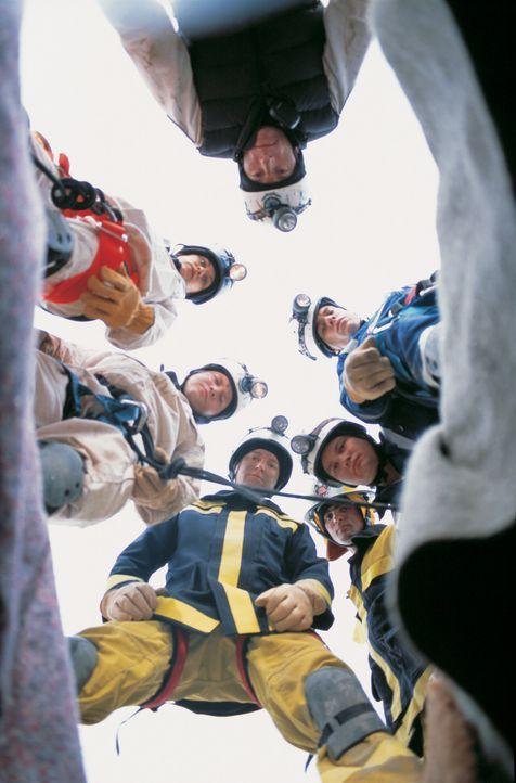 In dem australischen Skiparadies Thredbo kommt es in einer Winternacht zu einem Bergrutsch, der den halben Ort unter Tonnen von Eis, Stein und Schla... - Bildquelle: Sony Pictures Television International. All Rights Reserved