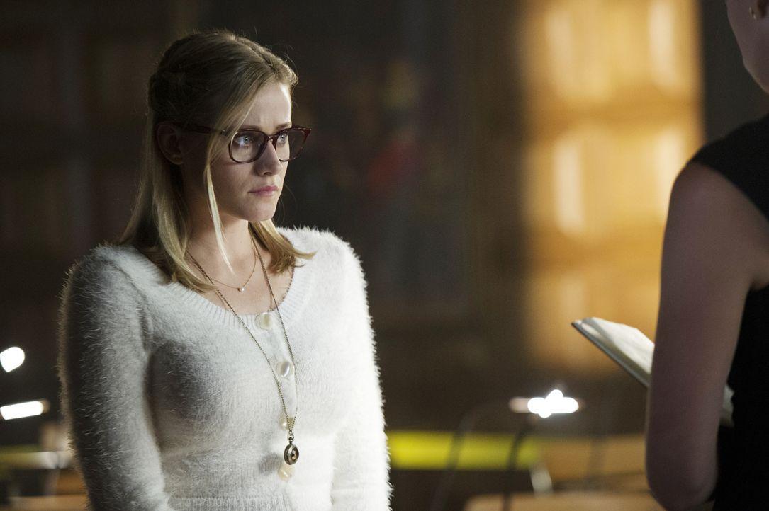 Ist Alice (Olivia Taylor Dudley) mit ihrem Zauber wirklich dafür verantwortlich, dass eine Kreatur aus einer anderen Welt durch die Schutzschilde de... - Bildquelle: 2015 Syfy Media Productions LLC. ALL RIGHTS RESERVED.