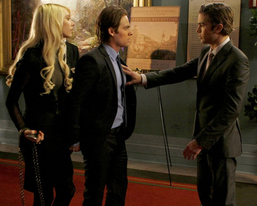 Nate (Chace Crawford, r.) will Jenny (Taylor Momsen, l.) nicht mit Damien (Kevin Zegers, M.) gehen lassen. - Bildquelle: Warner Brothers.