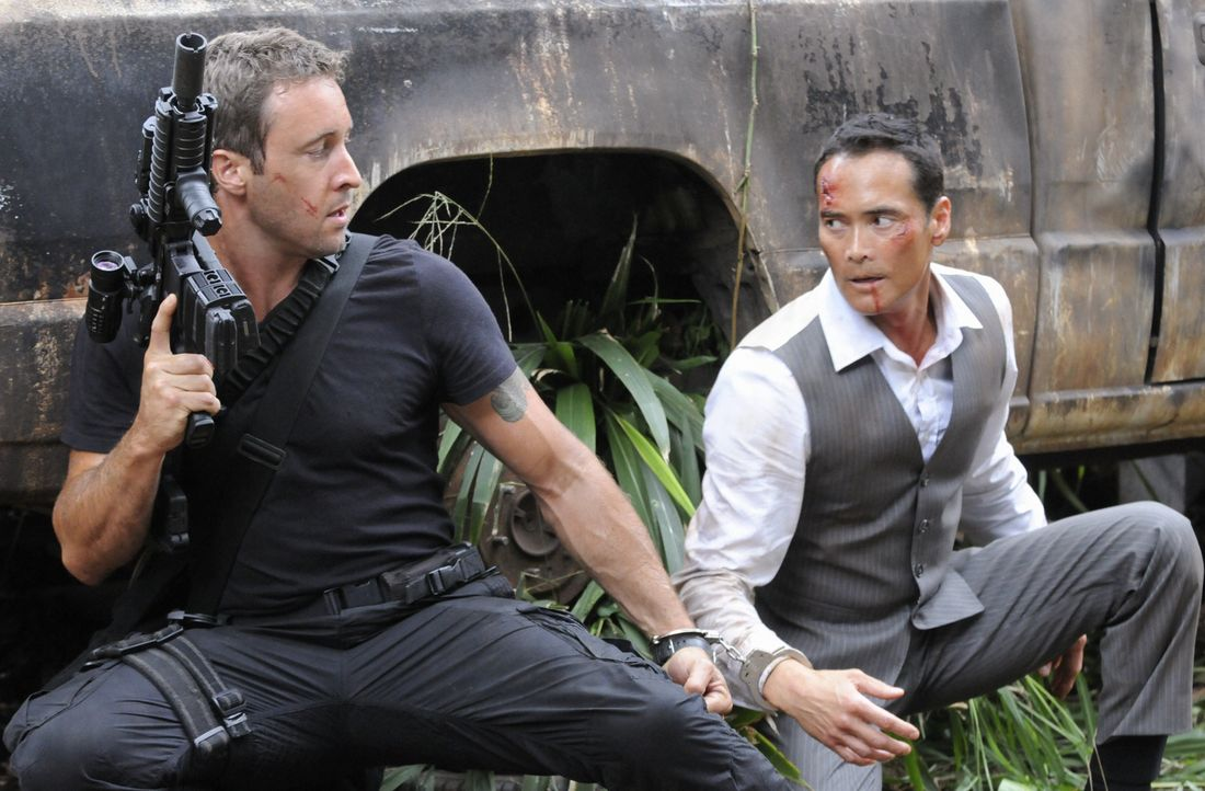 Müssen gemeinsam gegen die Yakuza um ihr Leben kämpfen: Steve (Alex O'Loughlin, l.) und Wo Fat (Mark Dacascos, r.) ... - Bildquelle: TM &   CBS Studios Inc. All Rights Reserved.