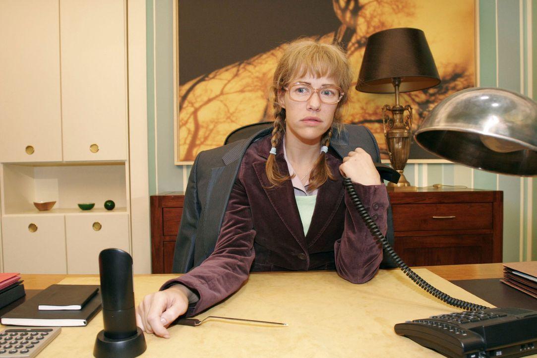 Lisa (Alexandra Neldel) ist nach einem Telefonat mit David enttäuscht - schwärmt der ihr doch nur Mariellas Talent als Model vor. (Dieses Foto von... - Bildquelle: Noreen Flynn Sat.1