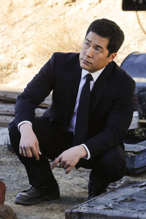 Sein neuer Fall führt Cho (Tim Kang) zusammen mit Jane und Fischer nach Mexiko, während Lisbon LaRoches Hilfe bei der Suche nach Stalkern von Ex-CBI... - Bildquelle: Warner Bros. Television