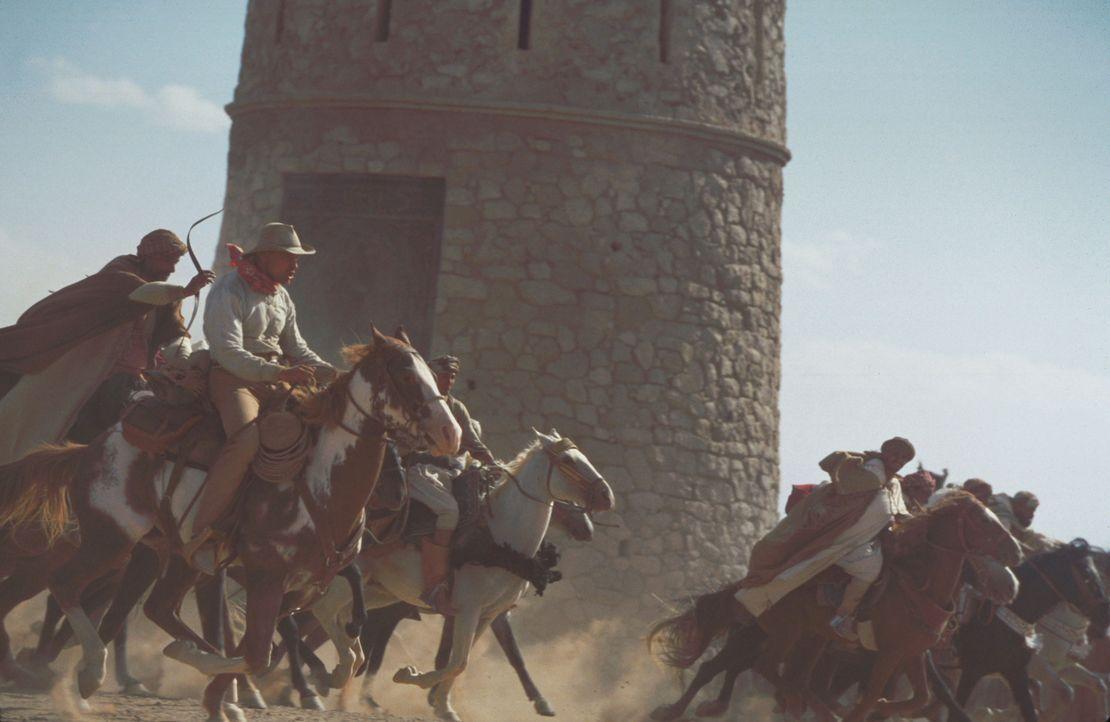 Um zu beweisen, dass sein Mustang Hidalgo wirklich schneller ist als die edlen arabischen Rösser, erklärt sich der berühmte amerikanische Kurierreit... - Bildquelle: Walt Disney Pictures. All rights reserved